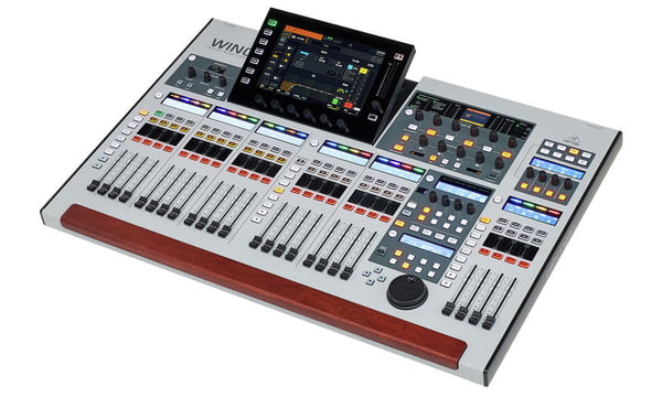 Consola Digital Behringer WING 48 canales 3